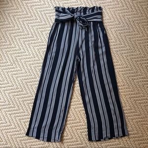 Abercrombie & Fitch Paperbag Wide Leg Cropped Pant